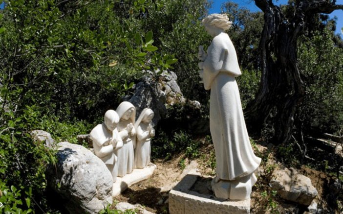 Grupo escultórico del Ángel apareciendo a los tres pastorcitos